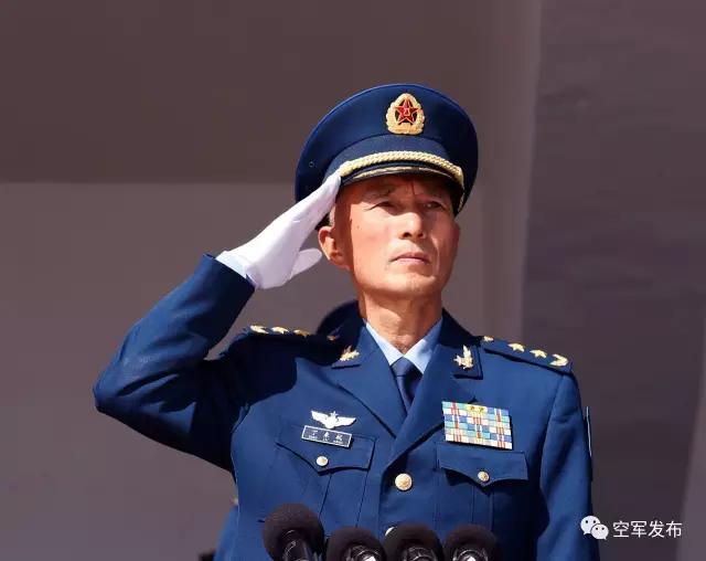 中国空军新任司令员丁来杭寄语新飞行学员