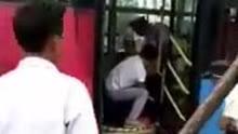庐江一6旬老人公交上挥刀砍人 致5名乘客受伤