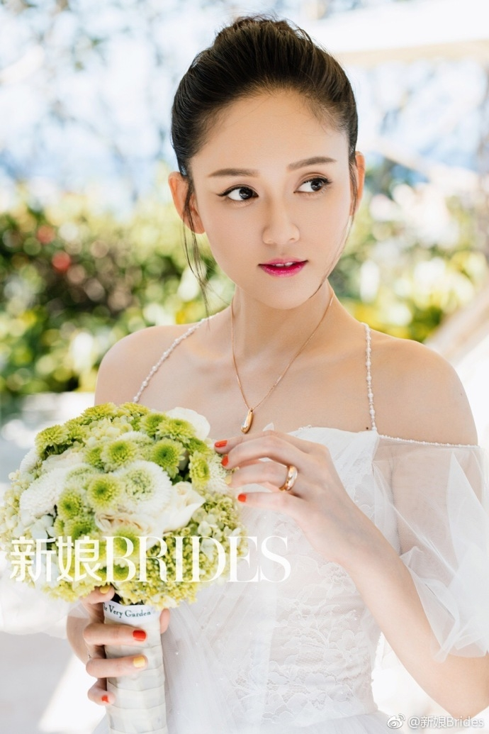 陈乔恩唯美婚纱写真曝光 雪肌娇嫩事业线傲人