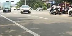 江门:两男子用仿真枪当街拍视频 被行政拘留