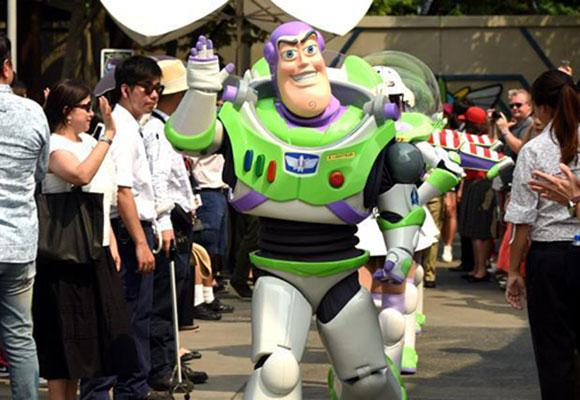 香港迪士尼巴斯光年星际历险告别