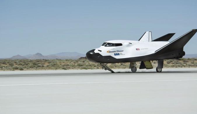 追梦者太空飞机成功完成首次系留挂载飞行试验