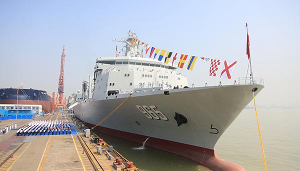 我国新型综合补给舰首舰入列 可保障航母编队