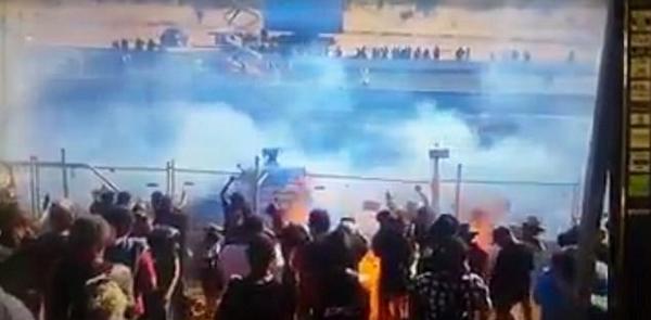 惊险!澳赛车出事故喷油走火 重伤12名观众