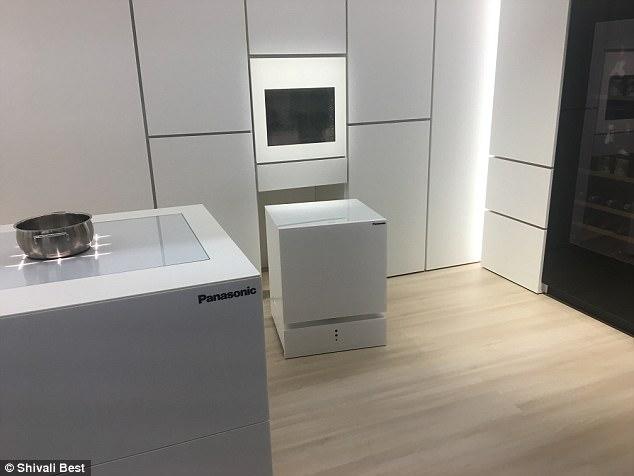 松下可移动冰箱亮相IFA  你叫它就会自动过来
