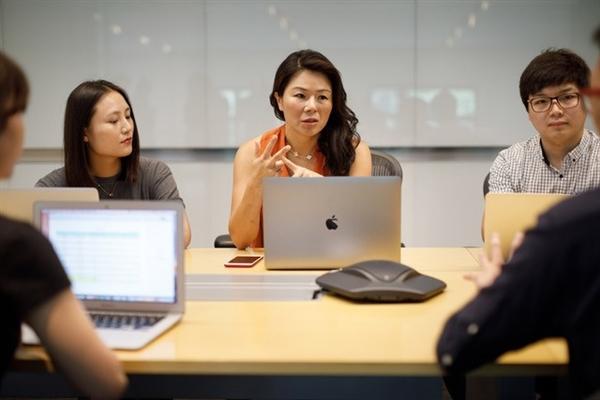 苹果中国女老大现身上海:与中国员工面对面交流