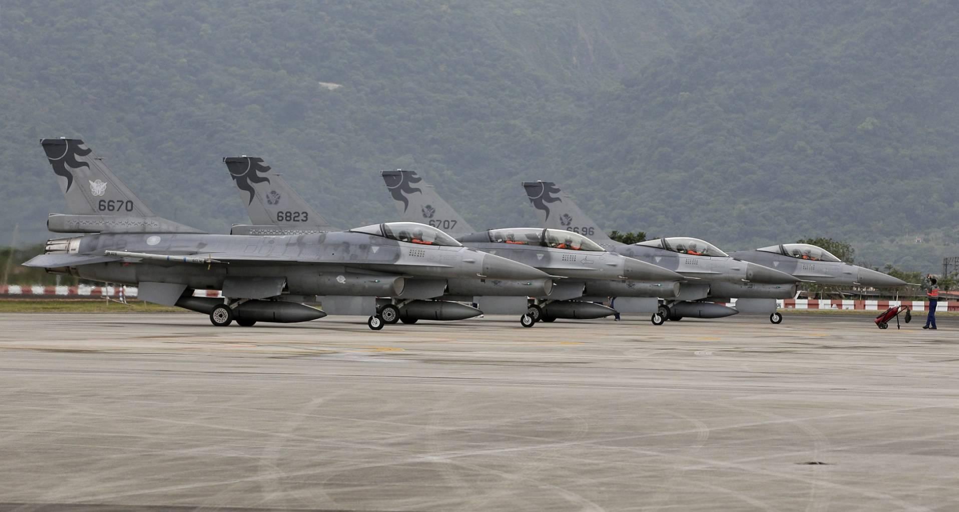 台军买军备遭美突然提价:天价购F16电子战荚舱
