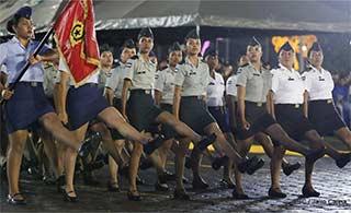尼加拉瓜阅兵女兵方阵瞩目