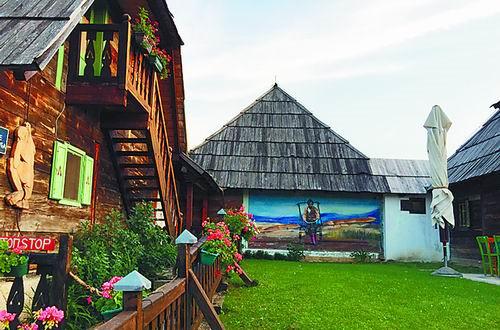 塞尔维亚木头城:现实乌托邦