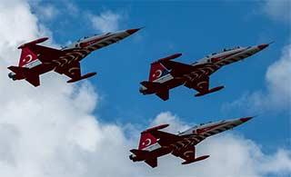 土耳其飞行表演队在俄上演好戏