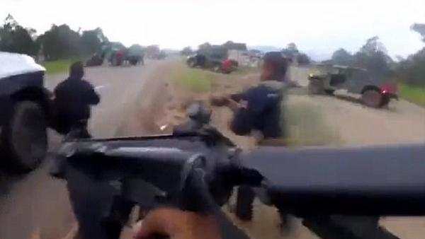 墨西哥警方路遇犯罪团伙伏击 双方展开激烈枪战