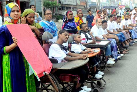 孟加拉国际脊髓损伤日 患者乘轮椅集会