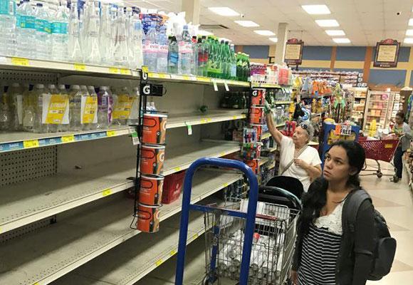 """""""艾玛""""逼近迈阿密 民众超市扫货迎战飓风"""