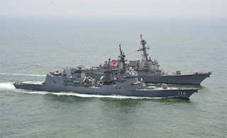 日本发推特炫耀和美军舰巡航