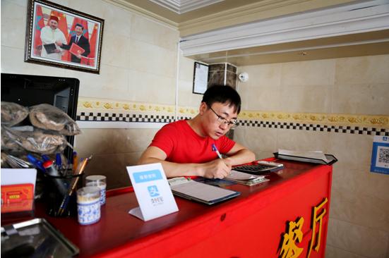 海外创业 浙江小伙非洲开中餐馆月入10万