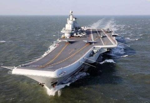 辽宁舰机库被军机塞满:战斗力呈几何倍数增长
