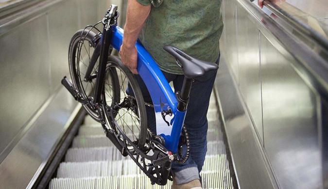 仅重6.9千克! 碳纤维自行车5秒可完成折叠