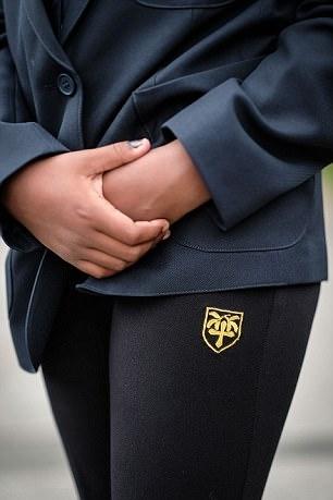 英学校强制购买定制校服 价格高昂引发不满