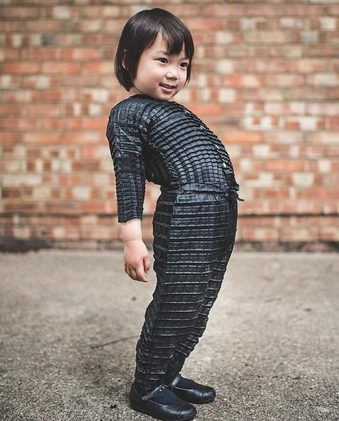 养孩子省钱!英男子研发新型衣服材料可拉伸尺寸