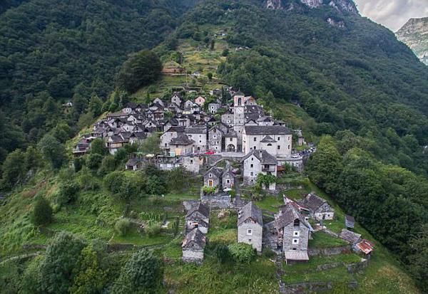 瑞士600年古山村仅有16位老人留守濒临消失