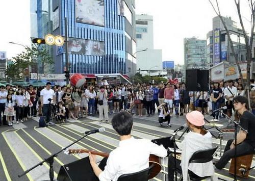 韩媒:中国人青睐首尔新村 美国人德国人关心泡菜