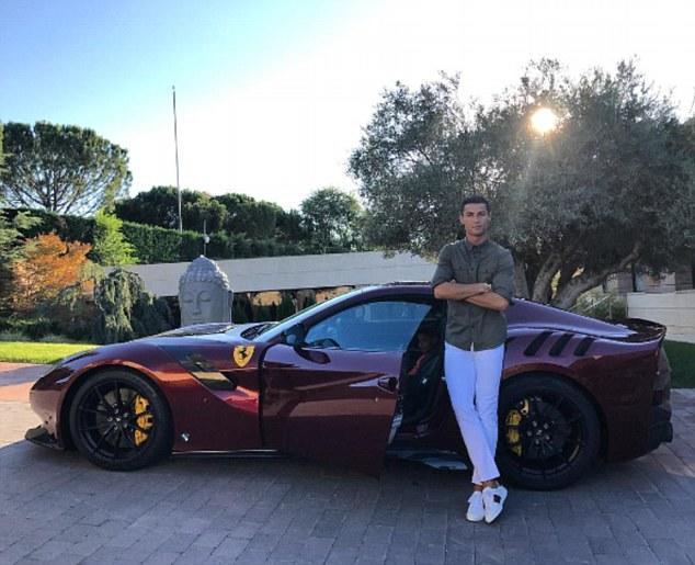 C罗晒个人最贵新座驾:限量款法拉利 售价35万镑