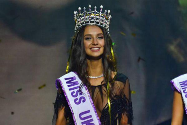 乌克兰小姐选美决赛冠军美得像洋娃娃