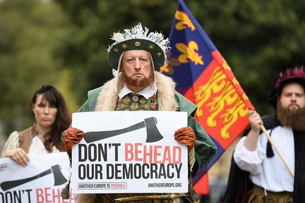 """英国民众扮亨利八世""""穿越""""回来 反对""""大废除法案"""""""