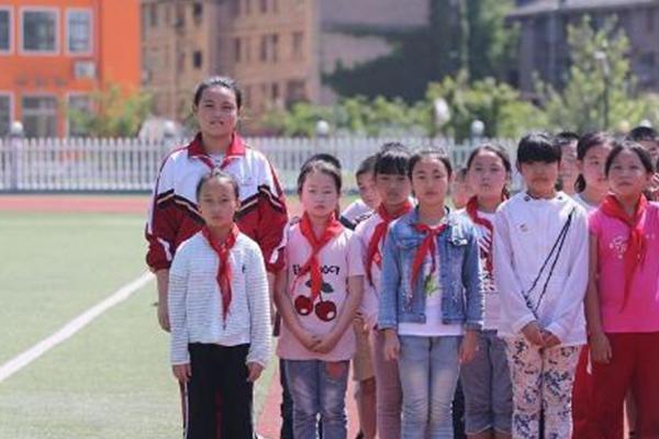 西安10岁女孩身高1.72米 她想成为排球运动员