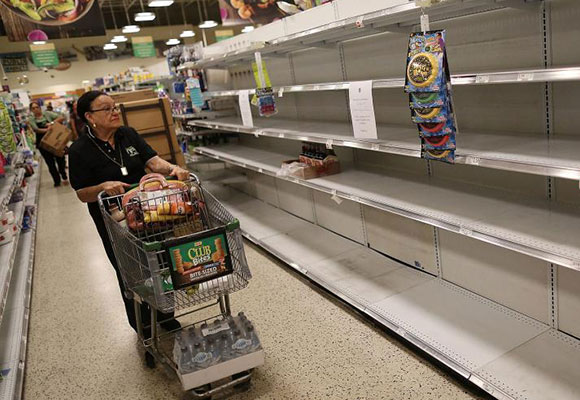 美佛州民众囤货备战艾尔玛飓风 扫空超市货架