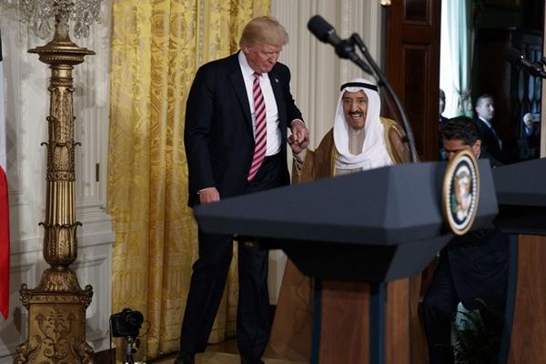 特朗普会晤科威特领导人 主动搀扶显绅士风度