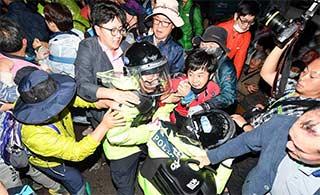 韩国萨德系统部署完成 民众抗争