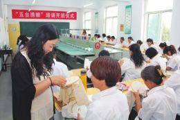 45名贫困妇女建档立卡 五台妇女学刺绣绣富路