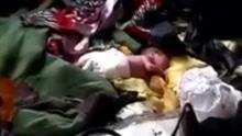 婴儿被弃垃圾箱 面朝下被垃圾包裹