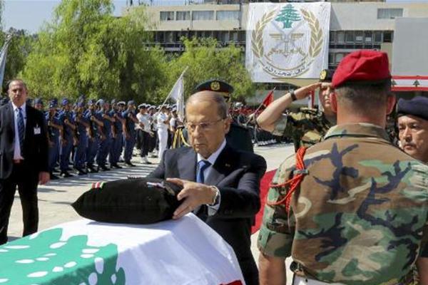 黎巴嫩为10名遇难士兵举行国葬