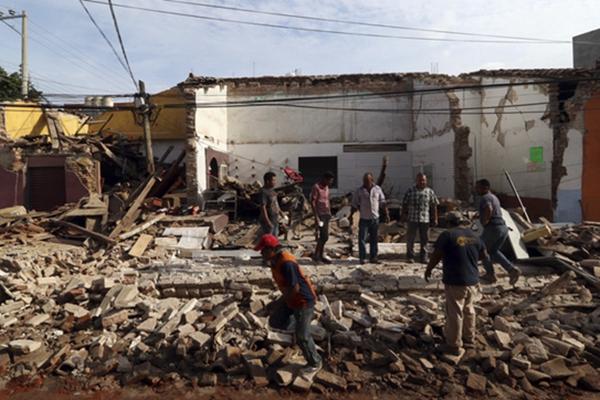 墨西哥强震已造成至少60人死亡 满目废墟触目惊心