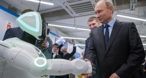"""俄机器人从试验场""""逃跑""""成网红曾与普京握手"""