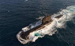 澳海军最强常规潜艇劈波斩浪