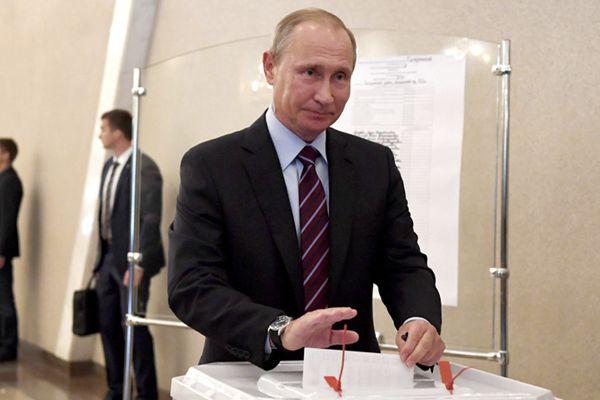 俄罗斯举行市政选举 总统普京现身投票