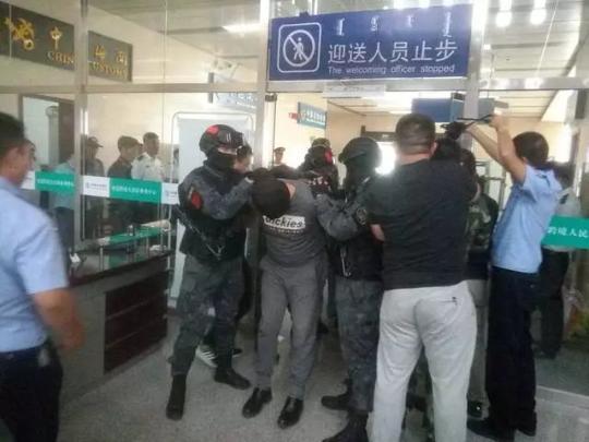 """警方揭CS基地杀人案细节:拿手机被当叛徒""""处决"""""""