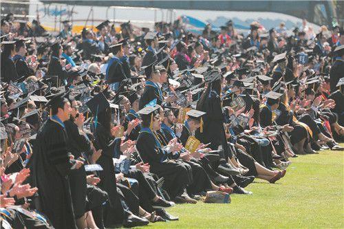 美媒:因做事不符其身份 赴美中国留学生或被遣返