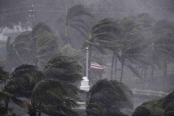 """飓风""""艾尔玛""""袭击美国 迈阿密部分市区被淹"""