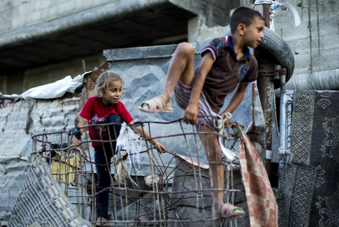 摄影师记录巴勒斯坦儿童废墟上的童年