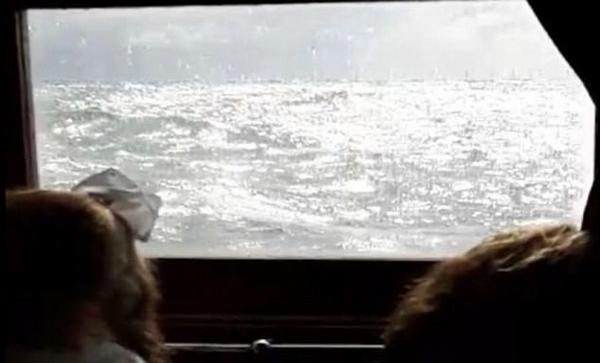 英国一游船遭遇恶劣天气乘客呕吐不止被迫返航