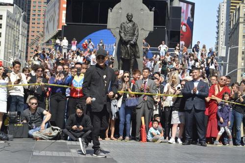 美媒:中国太极登纽约时报广场 李连杰现身分享乐趣