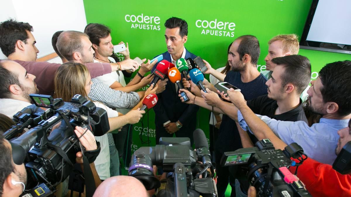 阿韦洛亚怒斥裁判不公:皇马3轮2红等于巴萨两年!