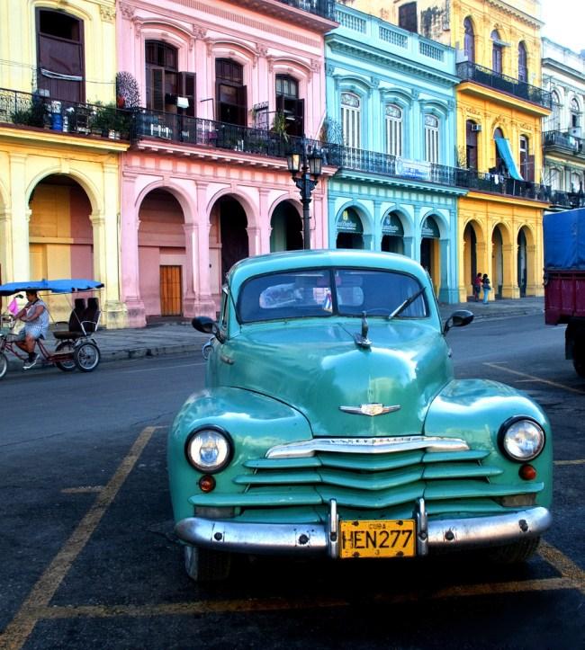 古巴哈瓦那的彩色老爷车 一次看个够