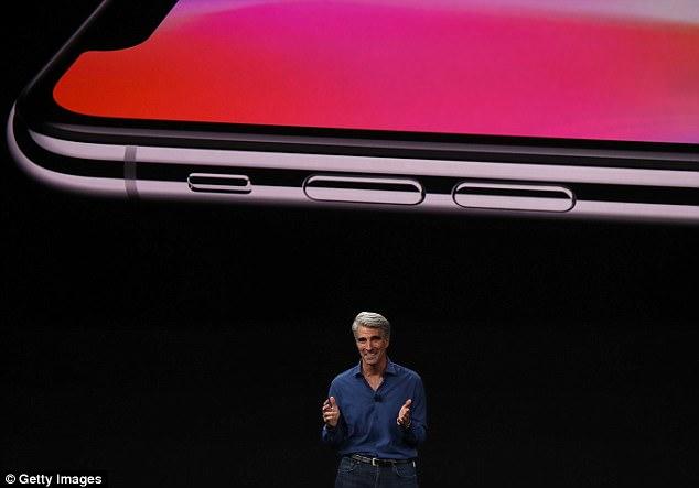 尴尬一幕:苹果首次演示iPhoneX人脸解锁失败