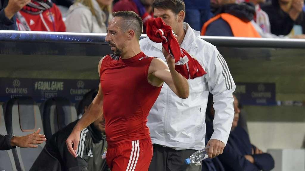 拜仁主管:决不允许摔球衣这种行为 会和里贝里谈谈