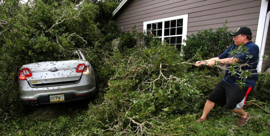 飓风艾尔玛过境 美国预计近40万汽车遭损毁